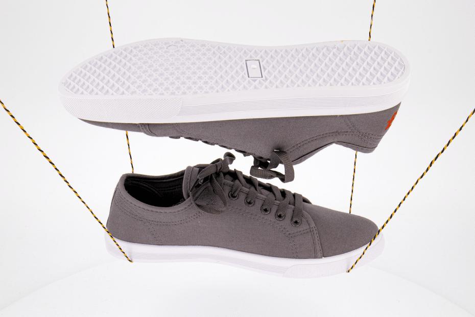 Schuhe Sneaker fliegend