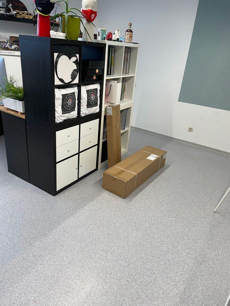 Schreibtisch Pakete und Steve Jobs