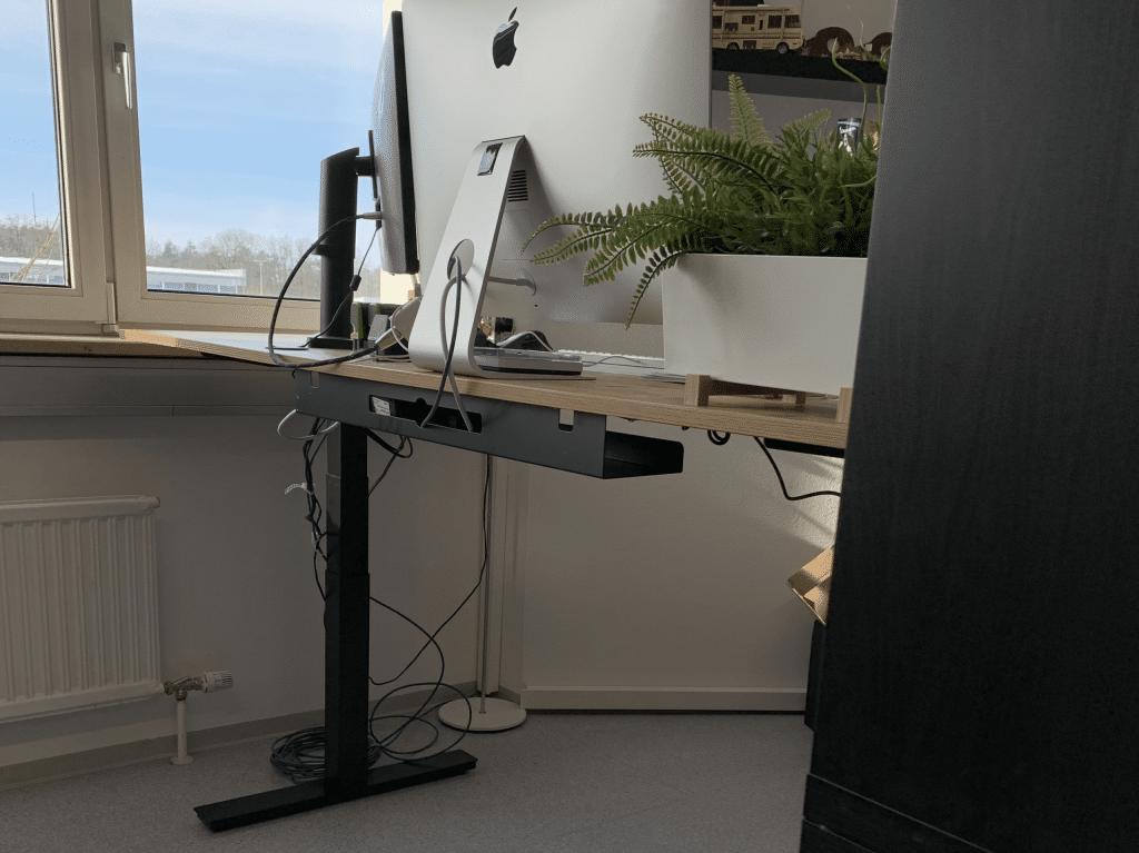 Schreibtisch hinten